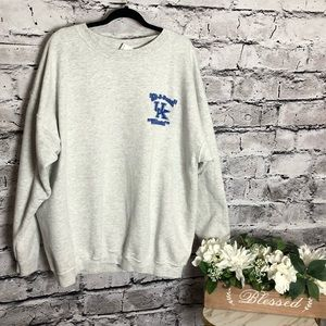 U of K Wildcats grey men's sweatshirt. XXL